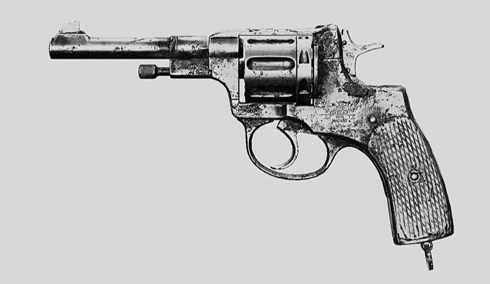 """Револьвер Nagant M1895 Officer в Hunt: Showdown. Изображение из """"Книги оружия"""""""