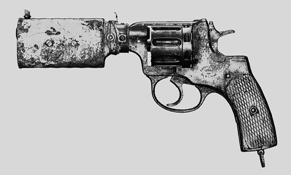 """Револьвер Nagant M1895 Silencer в Hunt: Showdown. Изображение из """"Книги оружия"""""""